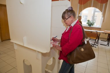 Woman choose candidates for mayor of Moscow