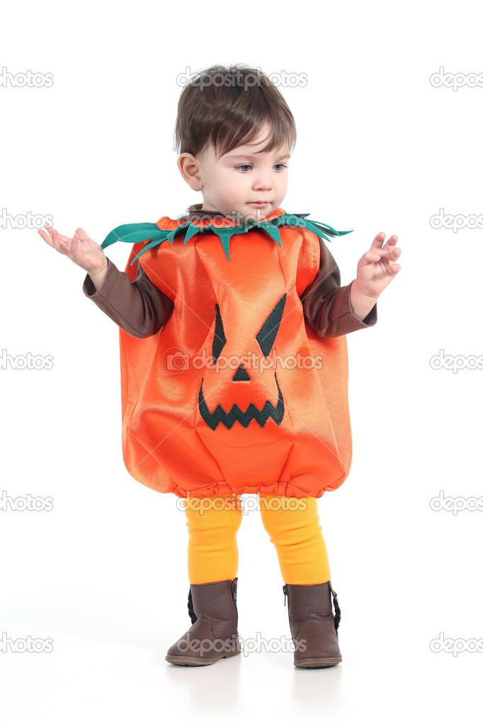 14e9b2fc5 bebê com um disfarce de abóbora de halloween — Fotografias de Stock ...