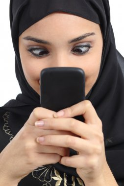 Arab woman addicted to the smartphone