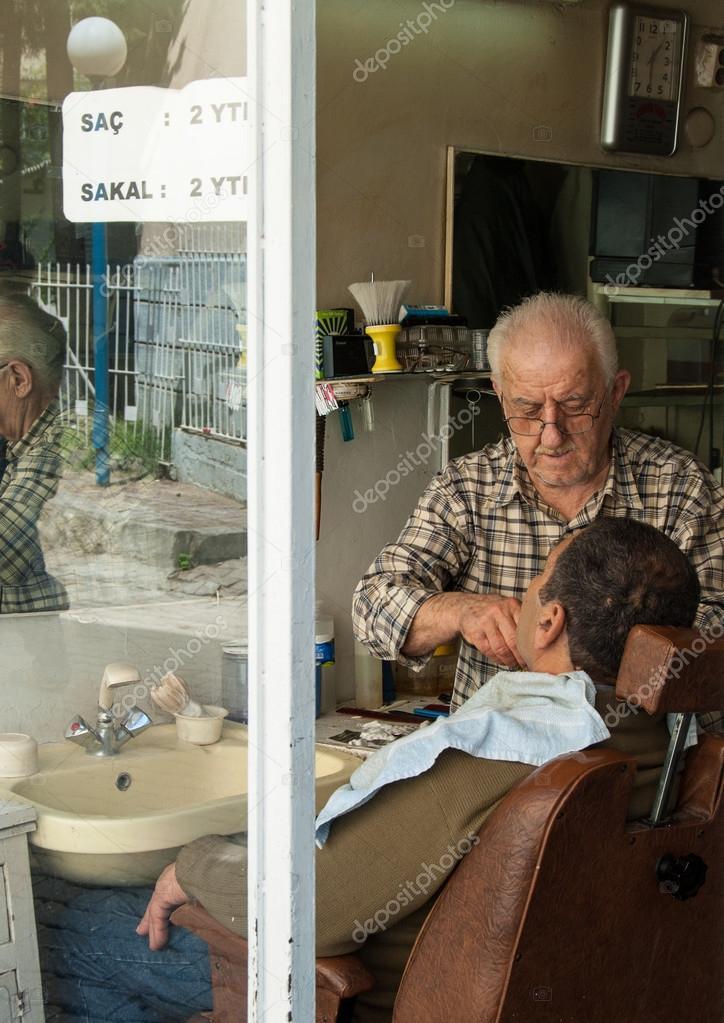 salon de coiffure à izmir, Turquie — Photo éditoriale © dinosmichail ...