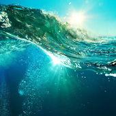 západ slunce na pláži s šroub oceánu vlnu