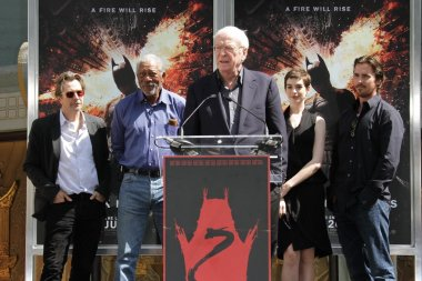 Gary Oldman, Morgan Freeman, Michael Caine, Anne Hathaway and Christian Balуе