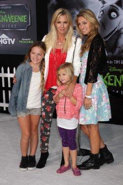 Jennie Garth and daughters Fiona Eve Facinelli, Luca Bella Facinelli and Lola Ray Facinelli