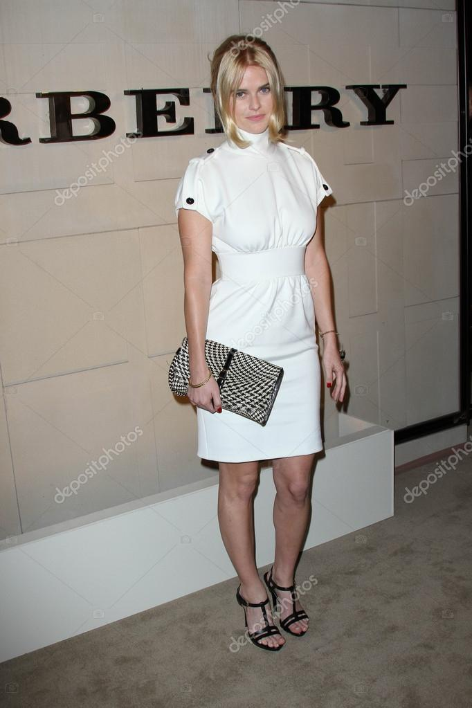 Alice Eve In Die Burberry Body Start Burberry Beverly Hills Ca 10
