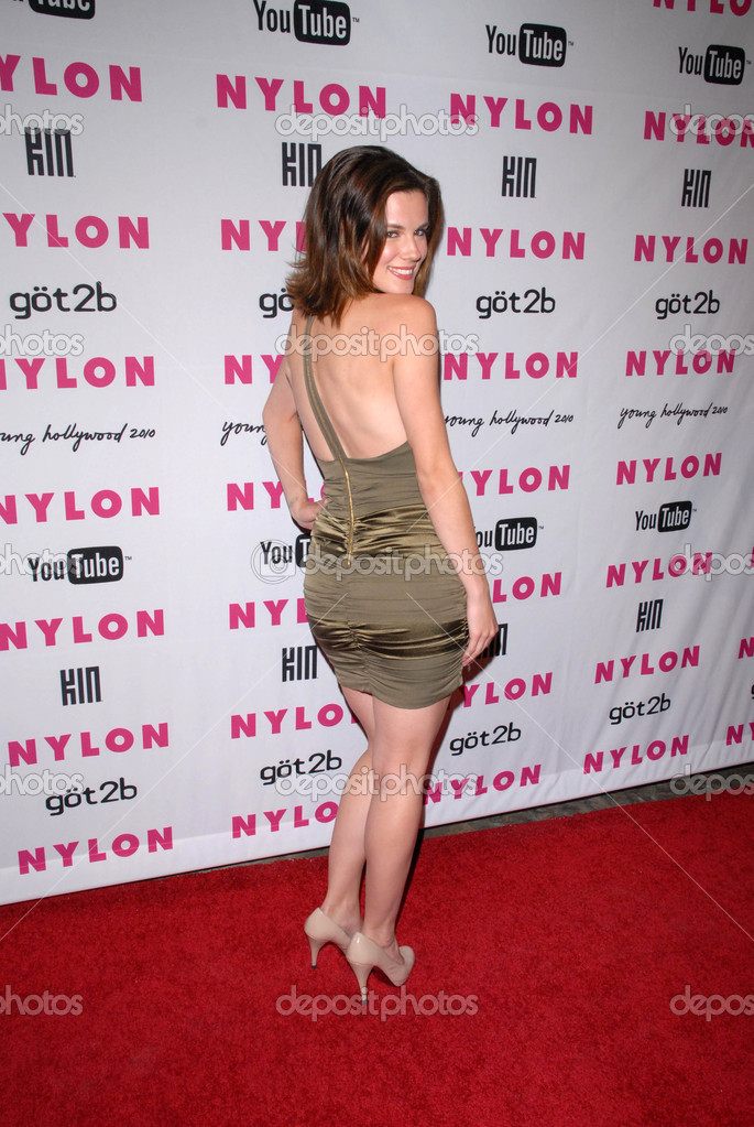Chelsea Hobbs Nude Photos 16