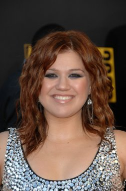 Kelly Clarkson at the 2009 American Music Awards Arrivals, Nokia Theater, Los Angeles, CA. 11-22-09
