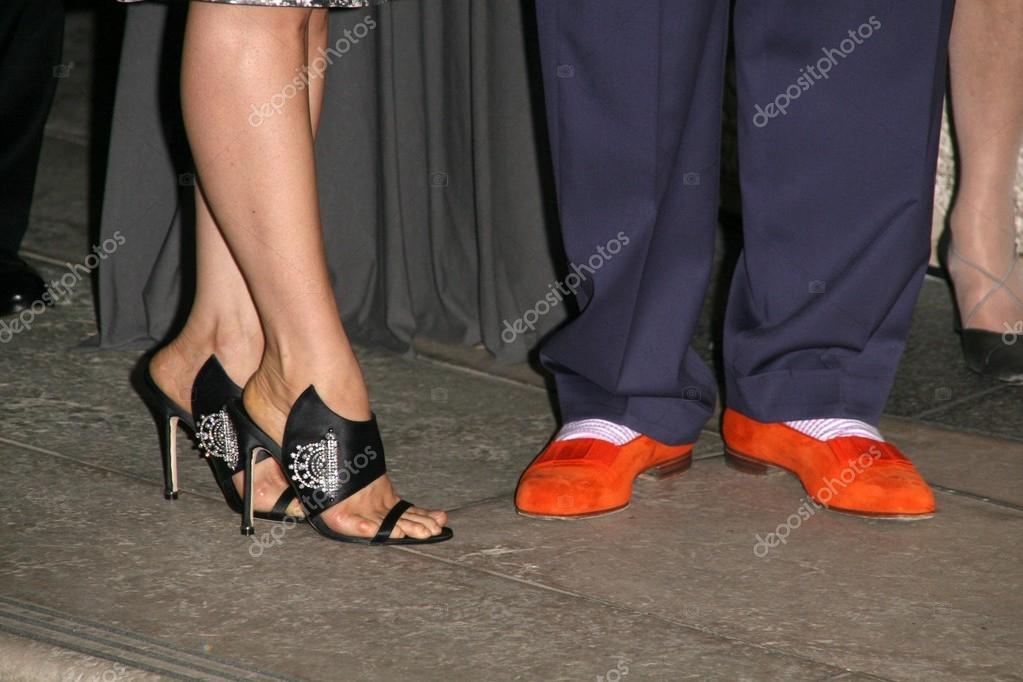 Lucy Liu and Manolo Blahnik s shoes – Stock Editorial Photo ... 476f1ed9ca0e7