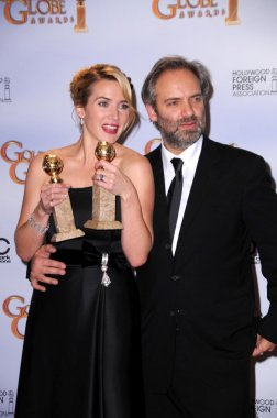 Kate Winslet and Sam Mendes in the press room at the 66th Annual Golden Globe Awards. Beverly Hilton Hotel, Beverly Hills, CA. 01-11-09