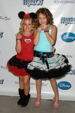 Emily Grace Reaves and Noah Cyrus