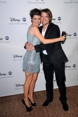 Zoe McLellan and Seth Gabel