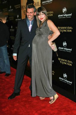 Oded Fehr and Milla Jovovich