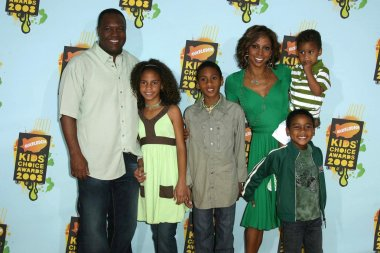 Rodney Peete and Holly Robinson Peete with family