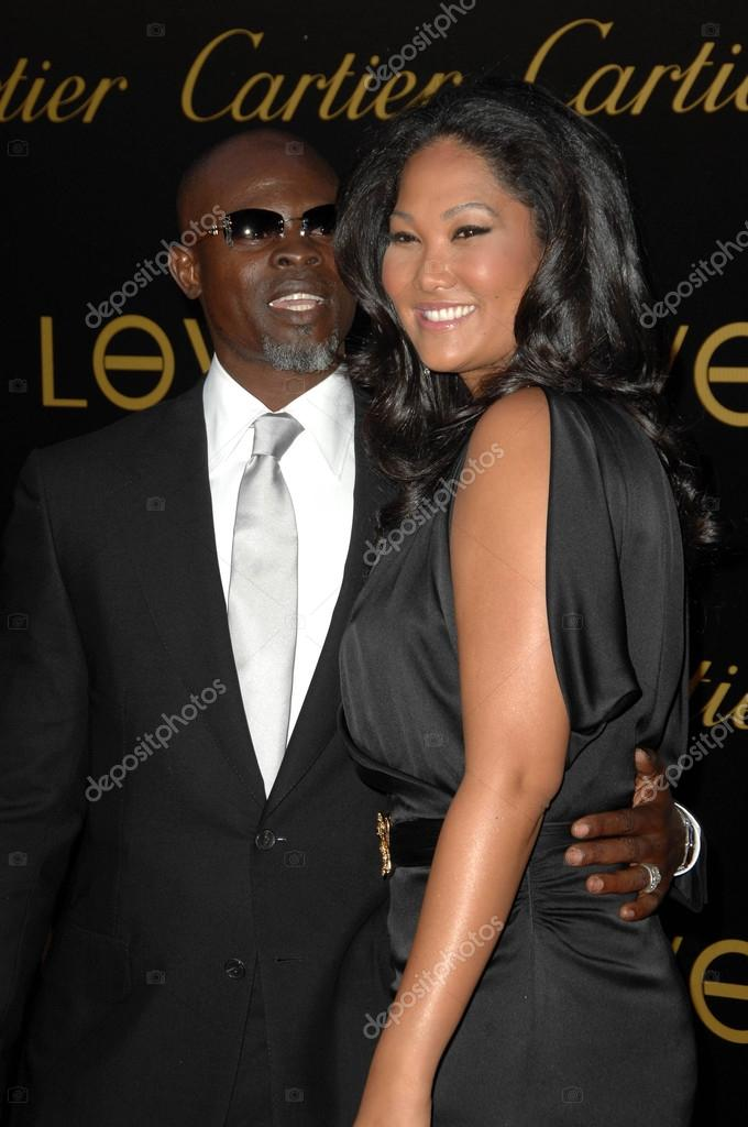 Djimon hounsou and kimora lee simmons apologise, but