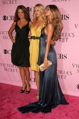Adriana Lima with Karolina Kurkova and Gisele Bundchen arriving at The Victorias Secret Fashion Show. Kodak Theatre, Hollywood, CA. 11-16-06