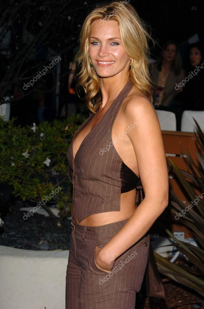 https://st.depositphotos.com/1814084/1641/i/950/depositphotos_16418791-stock-photo-natasha-henstridge.jpg