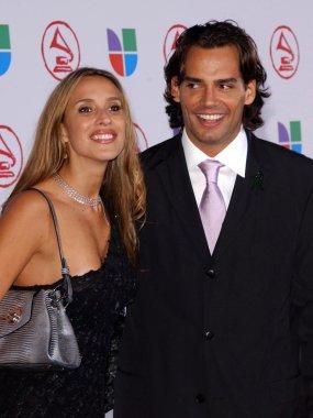 Angelica Castro, Cristian De La Fuente