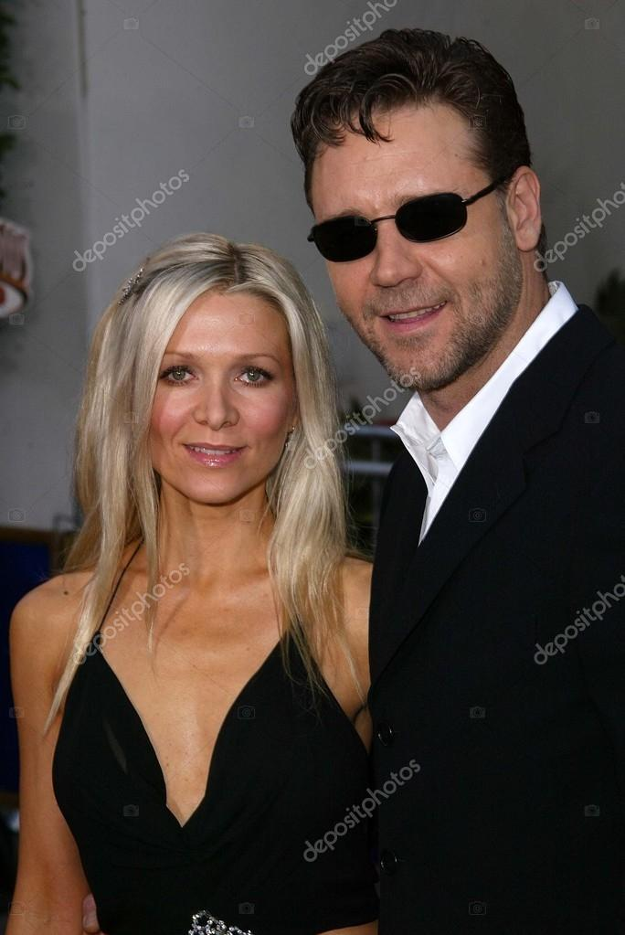 Russell Crowe and wife Danielle Spencer – Stock Editorial Photo
