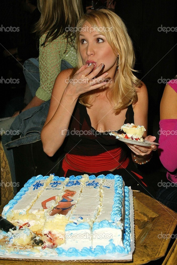 Alana Curry And Her Birthday Cake At Alana Currys Birthday Bash