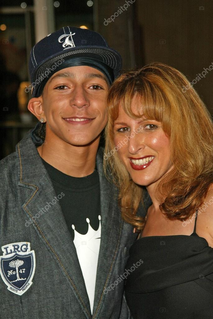 khleo thomas with mom racquel stock editorial photo s bukley