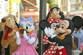 Pluto, daisy kachna, minnie mouse, mickey mouse a praštěný pomoci kačer donald slaví