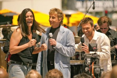 A lucky fan, Barry Manilow and Ryan Seacrest