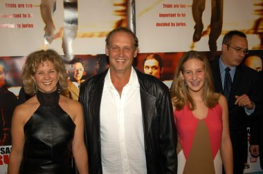 Nick Searcy, wife Leslie Riley and daughter