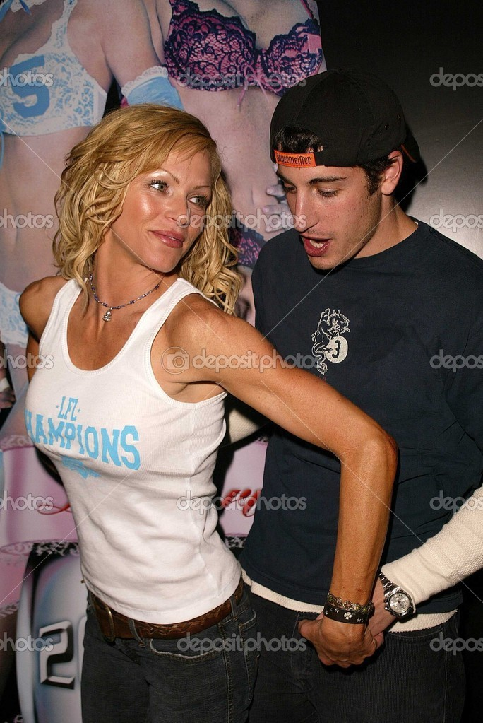 Nikki Ziering And Jason Biggs Stock Photo