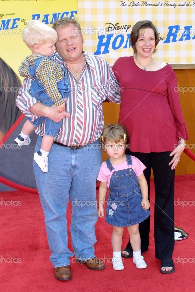 Larry Joe Campbell And Family Stock Editorial Photo C S Bukley 17546309 Lawrence joseph campbell born november 29 1970 is an american actor and comedian best known for his role as andy on the abc sitcom according to jim larr. https depositphotos com 17546309 stock photo larry joe campbell and family html