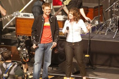 Ryan Seacrest and Kelly Clarkson