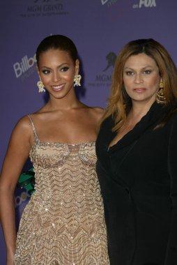 Beyonce Knowles and mom Tina