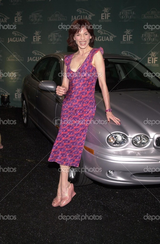 Photo of Marilu Henner  - car