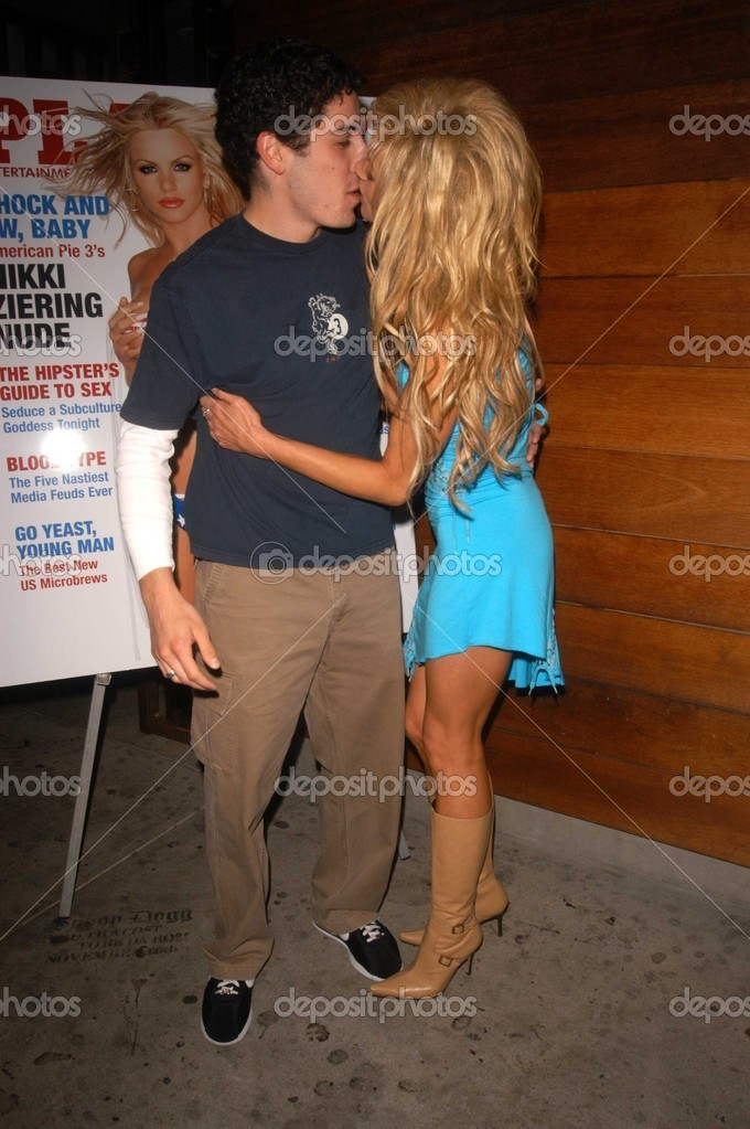 Jason Biggs And Nikki Ziering Stock Photo