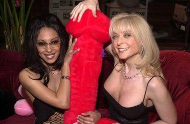 Dee and Nina Hartley