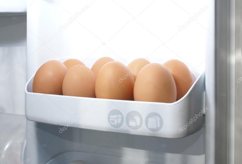 Kühlschrank Ei : Eier im kühlschrank u stockfoto shmeljov