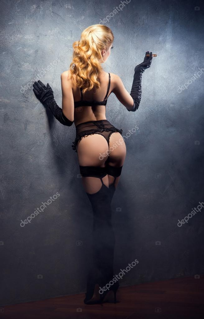 71e6d02a8b5 Young and beautiful cabaret dancer in sexy vintage lingerie — Stock Photo