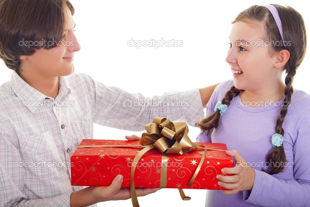 Bruder und Schwester-Geschenk-Austausch — Stockfoto © Hriana #16487961