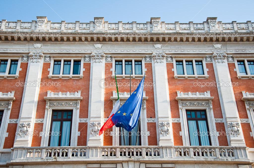 8 agosto roma il palazzo montecitorio su 8 2013 agosto for Sede camera dei deputati roma