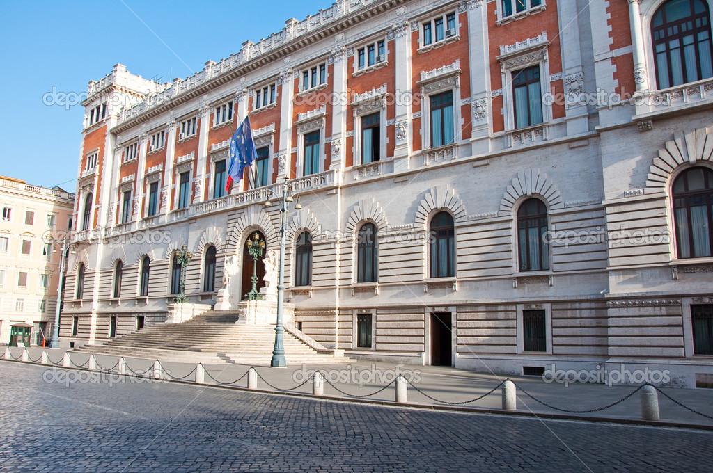 8 agosto roma il palazzo montecitorio su 8 2013 agosto for Camera dei deputati palazzo montecitorio