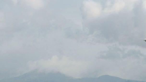 letoun létá v nebi