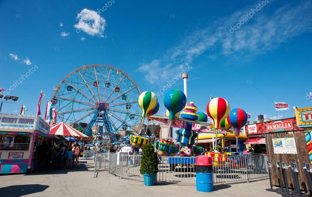 NEW YORK - JUNE 27: Coney Island's Wonder Wheel on June 27, 2012