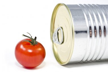 Aluminum tin can and tomato
