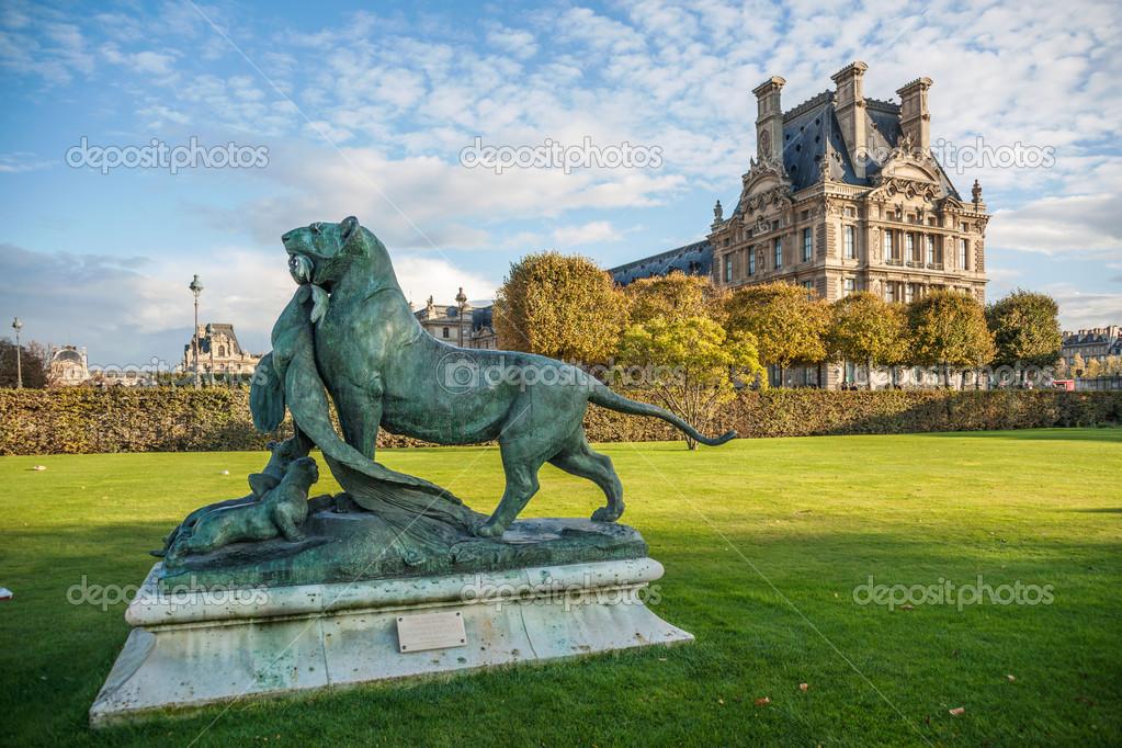 La escultura en el jard n de las tuller as foto de stock - Sculpture jardin des tuileries ...
