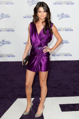 SELENA GOMEZ arrives at the Paramount Pictures Justin Bieber: Never Say Never premiere