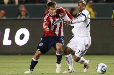 Justin Braun and Andy Williams fight for the ball during the game