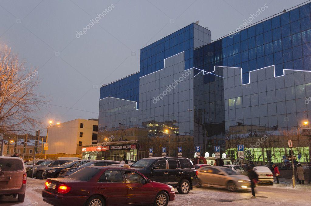 68c7772950bb A bevásárlóközpont, az éjszakai fények. Krasznojarszk– Editorial Stock  Fényképészet