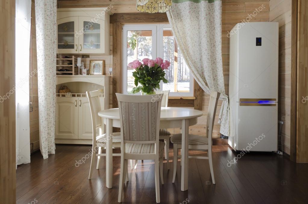 interieur van de eetkamer in landhuis. landelijke stijl — Stockfoto ...