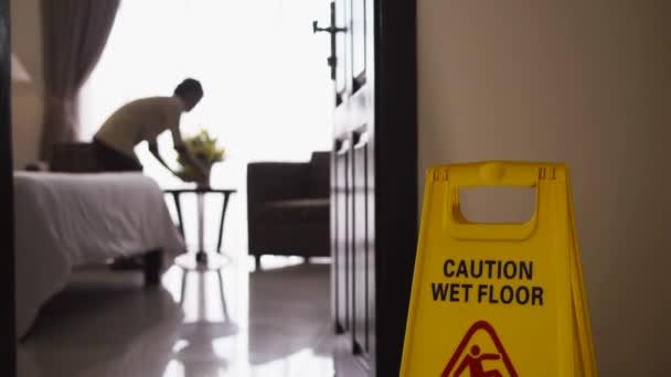 Asijská služka práce a čištění