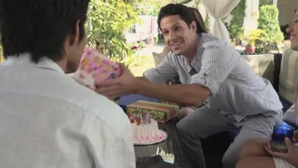 Oslava narozenin s dortem