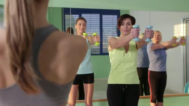 fitness club, tornaterem és sport tevékenység 24of27 emberek