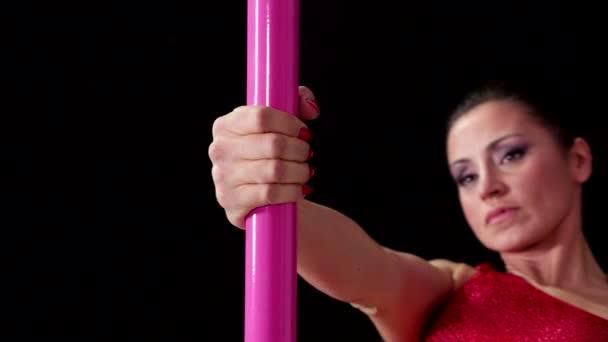 4of8 dívka tančí tanec na klíně, krásná žena, která dělá pól tanec
